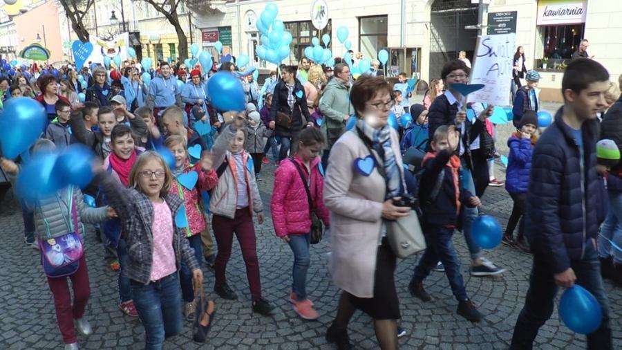 Piękny niebieski Radom - przeszedł Niebieski Marsz
